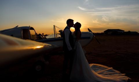Влюбен бургазлия предложи брак в самолета за Лондон (ВИДЕО)