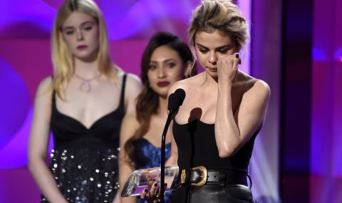 "Селена Гомес получи наградата ""Жена на годината"" и се разплака (СНИМКИ + ВИДЕО)"