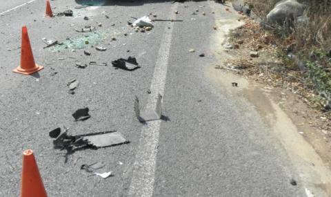 Трима пострадаха в челен сблъсък край Смолян