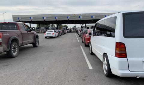 Километрични опашки от коли на българо-турската граница