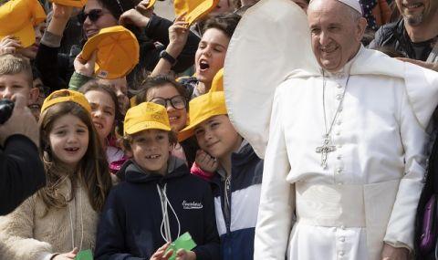 Нежна революция във Ватикана! Папа Франциск назначи първата жена на висок пост в синода