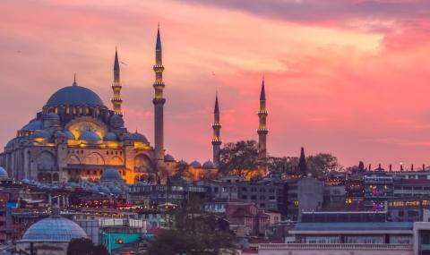 В най-големите турски градове има забрана за излизане от дома