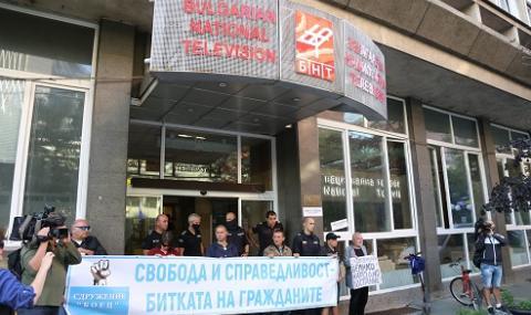 Протестиращи блокираха БНТ