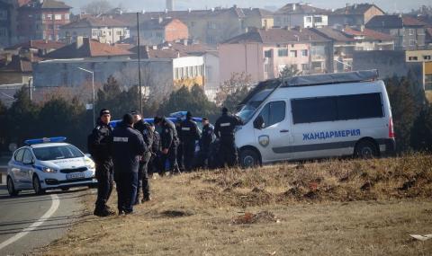 Масов бой в бежански лагер в София, жандармерия усмирява мигрантите