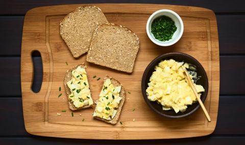 Рецепта на деня: Пикантна яйчена салата