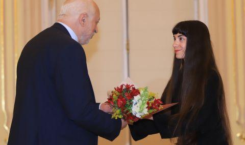 Минеков награди 63 творци и артисти по случай 24 май