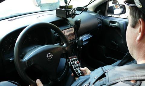 Шофьор на бус остана без книжка, след като премина със 107 км/ч през шуменско село