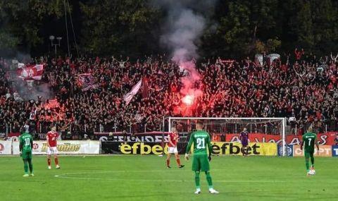 Феновете на ЦСКА:  Пуснете ни на стадиона! Футболът е за феновете!