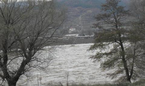 Областният управител на Благоевград: Няма опасност от преливане на Струма и Места