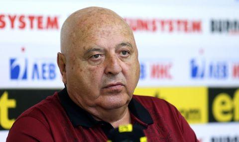Венци Стефанов отново скочи на Бербатов и Порточанов