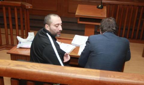 Прокурорите на Митьо Очите с охрана в съда