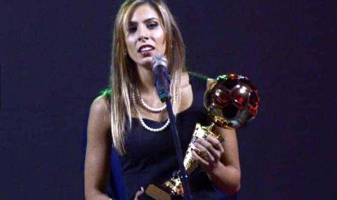 Футболистка №1 на България демонстрира умения с тоалетна хартия (ВИДЕО)