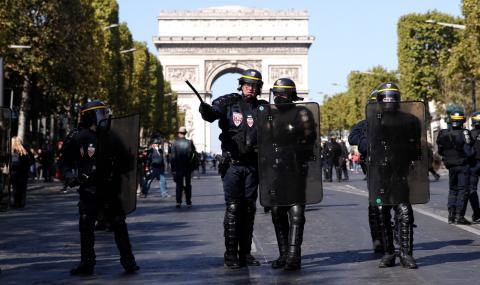 Десетки задържани в Париж