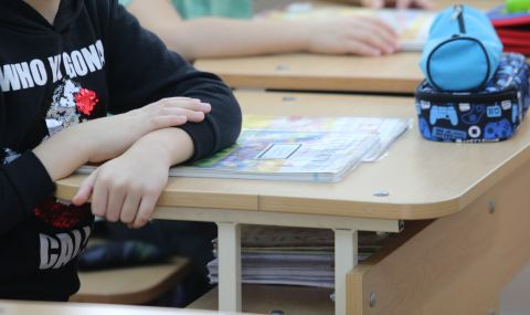 МОН: Учениците от 1-ви до 4-ти клас няма да носят маски в час - 1