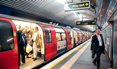 Хора падат в метрото, защото не смеят да пипнат парапета заради COVID-19 - 1