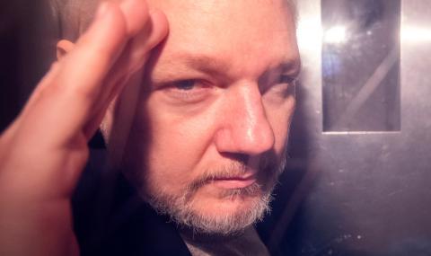 Поискаха ареста на Джулиан Асандж