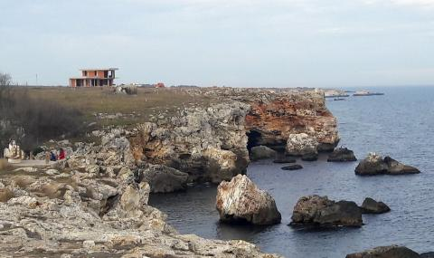 """Бетонната мафия """"захапа"""" едно от последните девствени кътчета от Черноморието"""