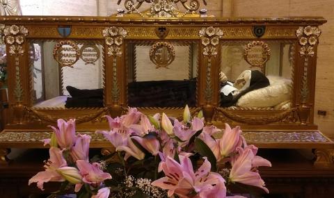 Чие е най-красивото нетленно тяло, положено в кристален ковчег във Франция?