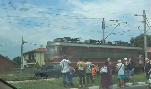 Влак премаза кола в пловдивско село