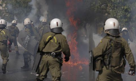 Гръцката полиция е в готовност да арестува депутати