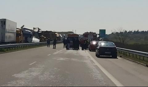 """Установиха кои са загиналите във верижната катастрофа с 22 камиона на АМ """"Марица"""""""