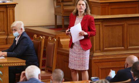 Ива Митева прочете президентския указ за разпускане на 46-ото НС - 1