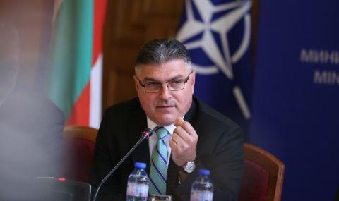 Военният министър се разболя, не дойде на блиц-контрола в парламента  - 1
