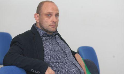 Аут ли е Тити Папазов от Левски Лукойл? - 1