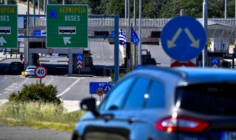 Гърция затваря границите си за сърби