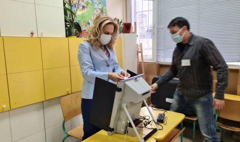 Марияна Николова гласува машинно и призова хората