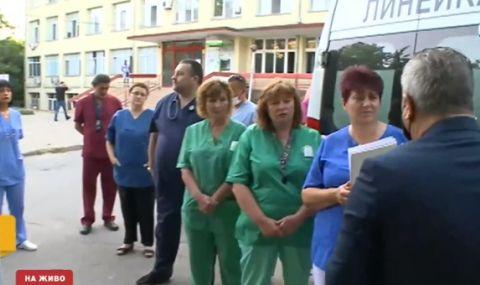 Спешните медици на протест заради заплащането за работа с болни от COVID-19 - 1