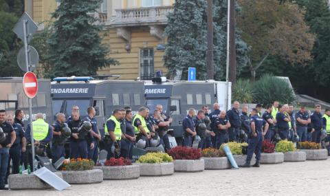 Полицаите с ултиматум: по-високи заплати от януари или протест