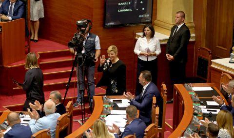 Събират подкрепа за свалянето на държавния глава