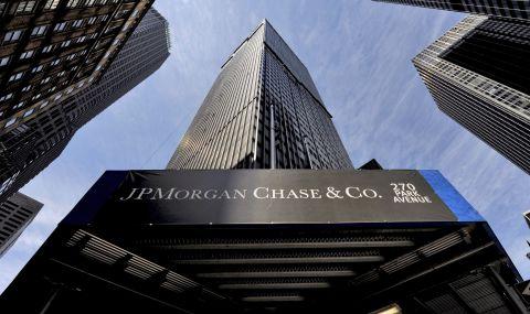 Банка спира да финансира политици