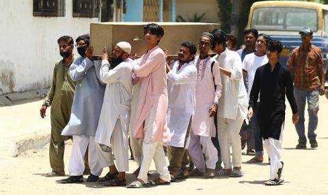 97 души са загиналите при самолетната катастрофа в Пакистан