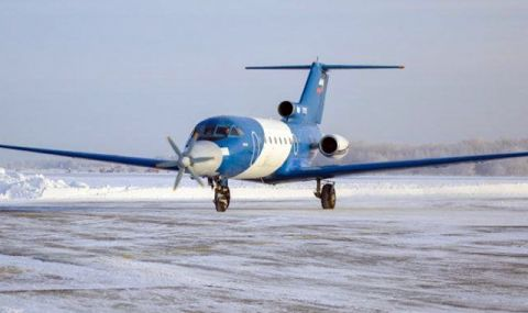 Руският самолет Як-40LL направи първия си полет - 1