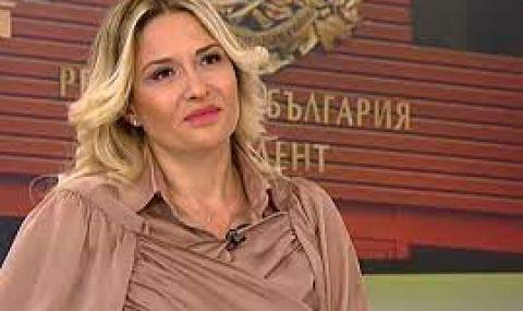 Цвета Кирилова: Абсурд е юмрукът на Радев да е символ на обединение - 1