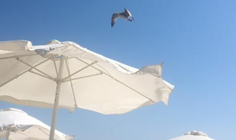 Гръцките курорти опустяха заради новите мерки