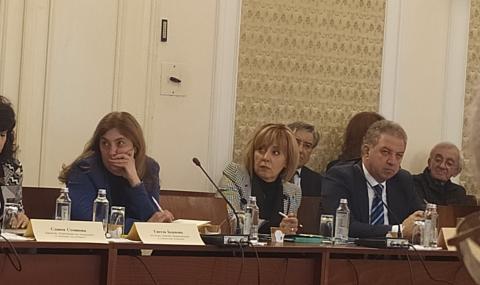 Манолова: С промените в Закона за отпадъците депутатите удрят в празно пространство