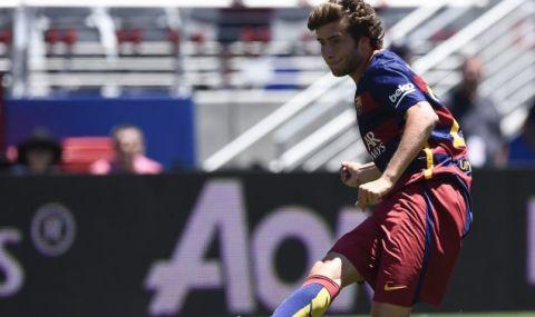 Защитник на Барселона бе изловен на парти на гръцки остров