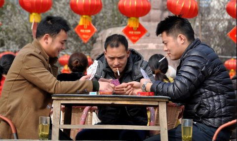 Китай засилва контрола над тютюнопушенето на обществени места
