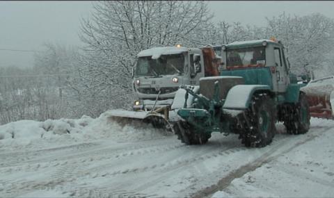 Снежен ад в Сливенско и Старозагорско, викат армията на помощ