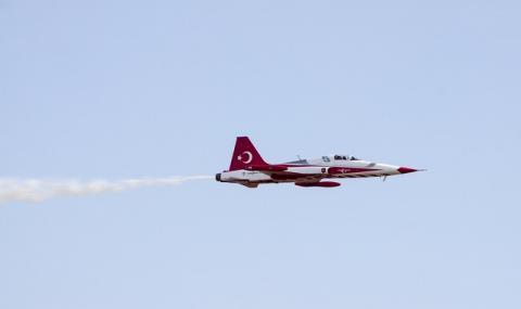 Атина: Турски изтребители тормозиха гръцки военен хеликоптер