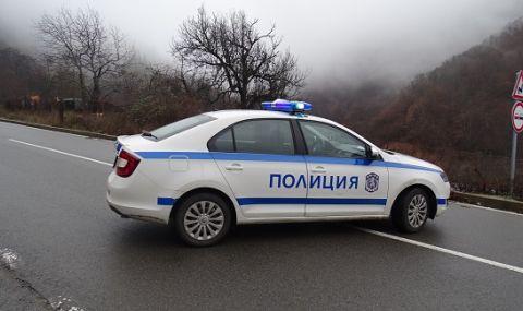 Пътят до Кладница е затворен от февруари заради свлачища