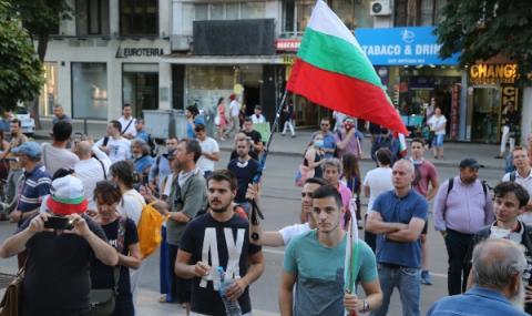 Силни групировки на олигарси превземат България