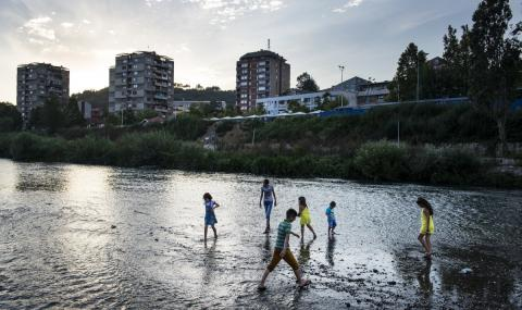България подпомага децата в Косово