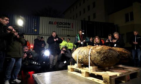 Бомба обърка влакове и кораби край Кьолн (СНИМКИ)