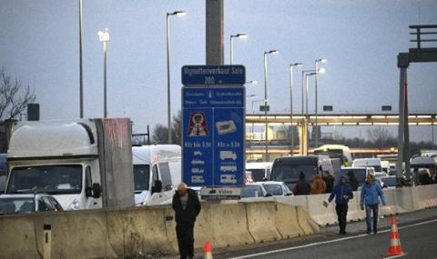 Границите на Австрия остават затворени