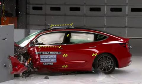 Най-евтината Tesla се оказа най-безопасна