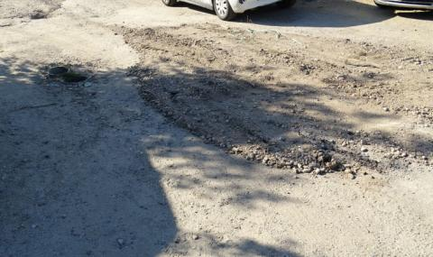 Фирма за керемиди ремонтира опасна улица в Силистра